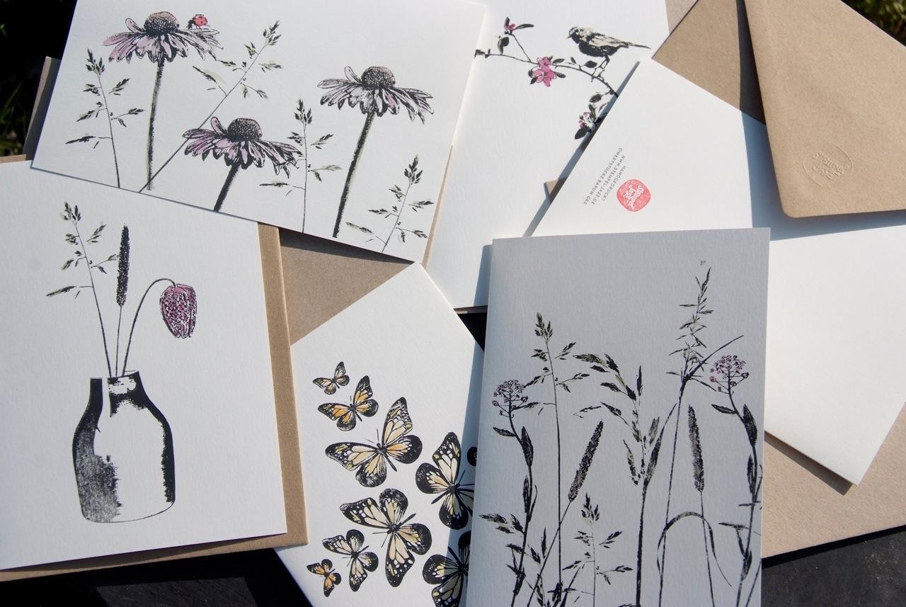 Frisch gedruckte Grußkarten